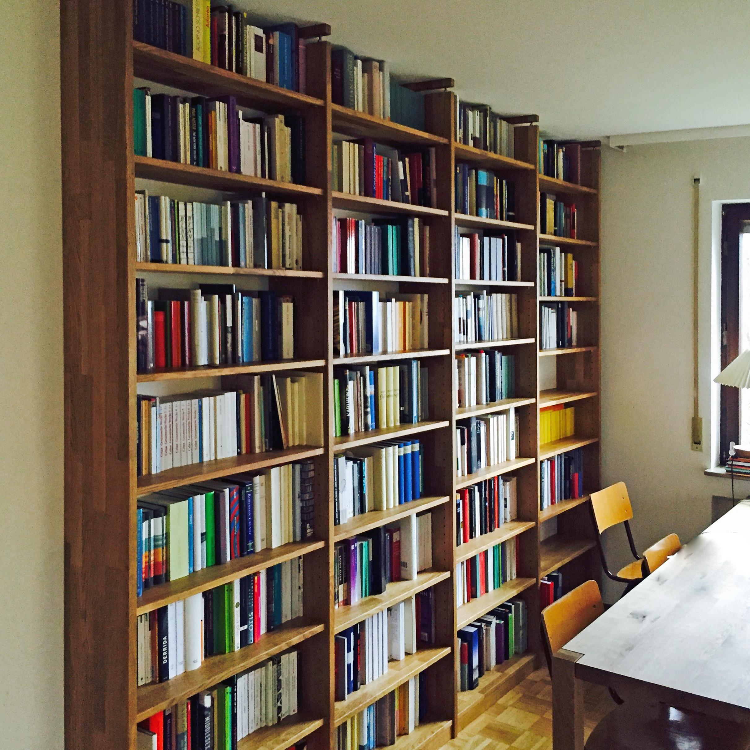 Bücherwand in Eiche Massivholz