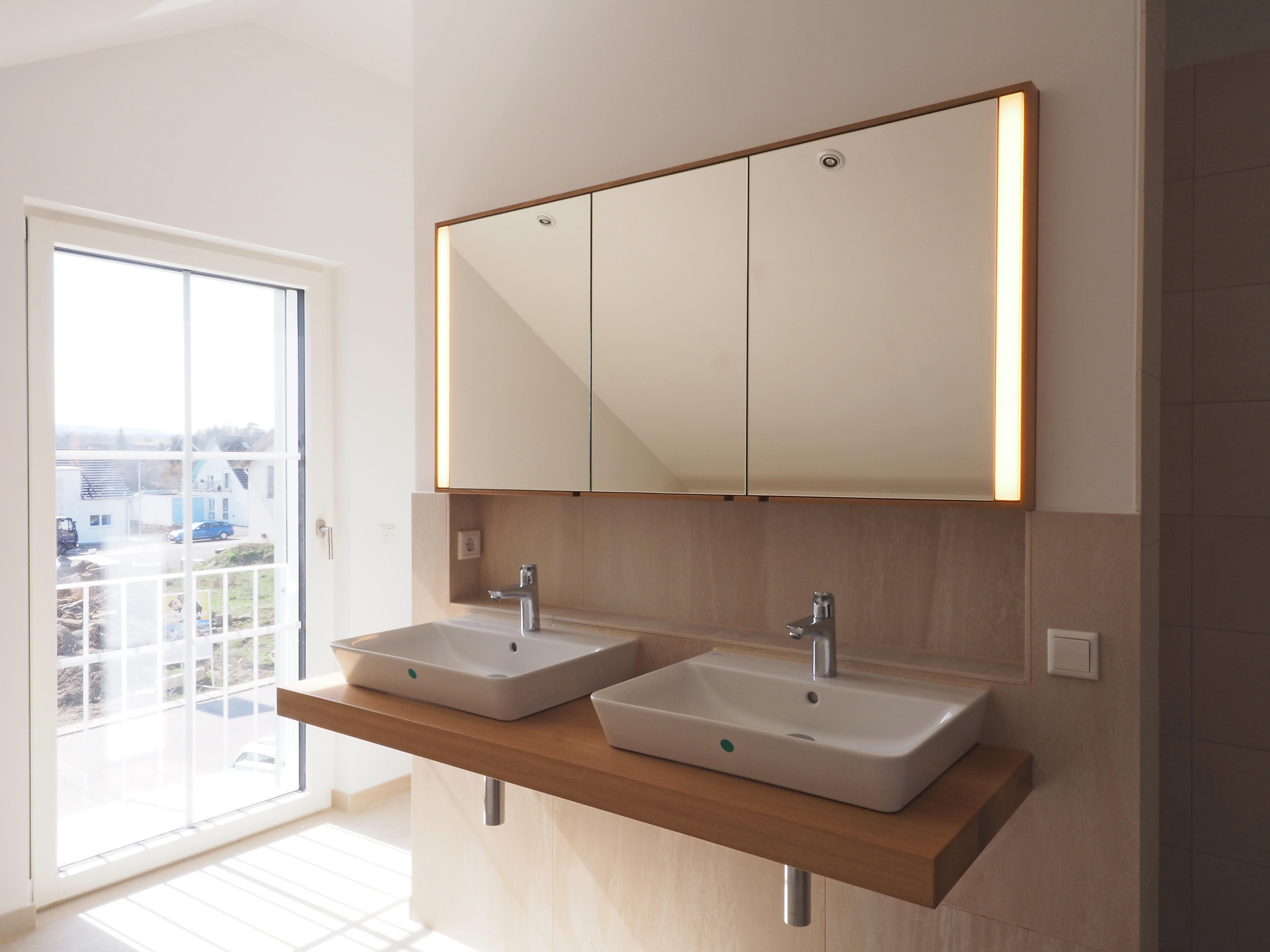 Badmöbel in Eiche Massivholz doppelseitiger Spiegel 05