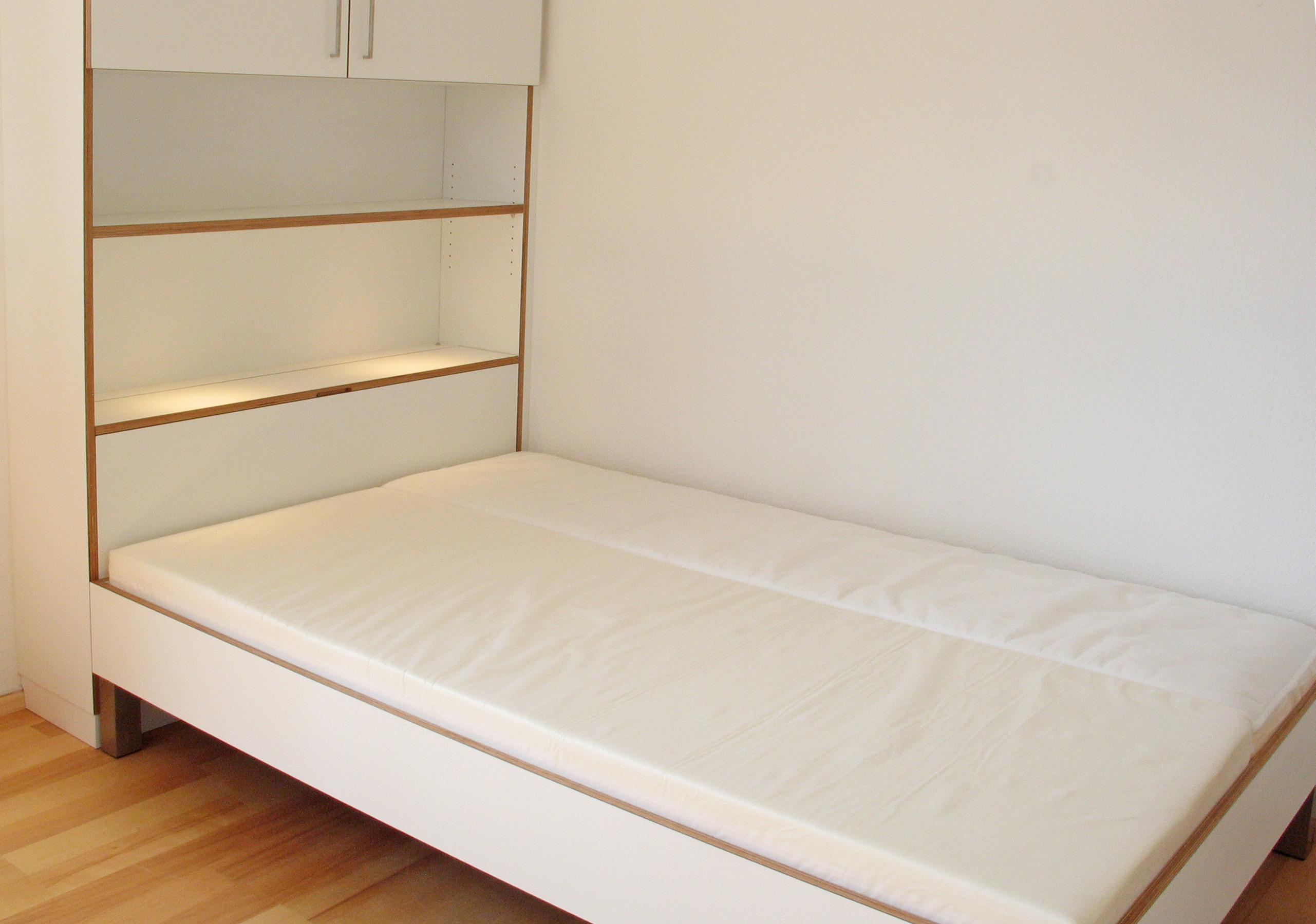Jugendzimmer Bett mitettkasten in Multiplex weiß