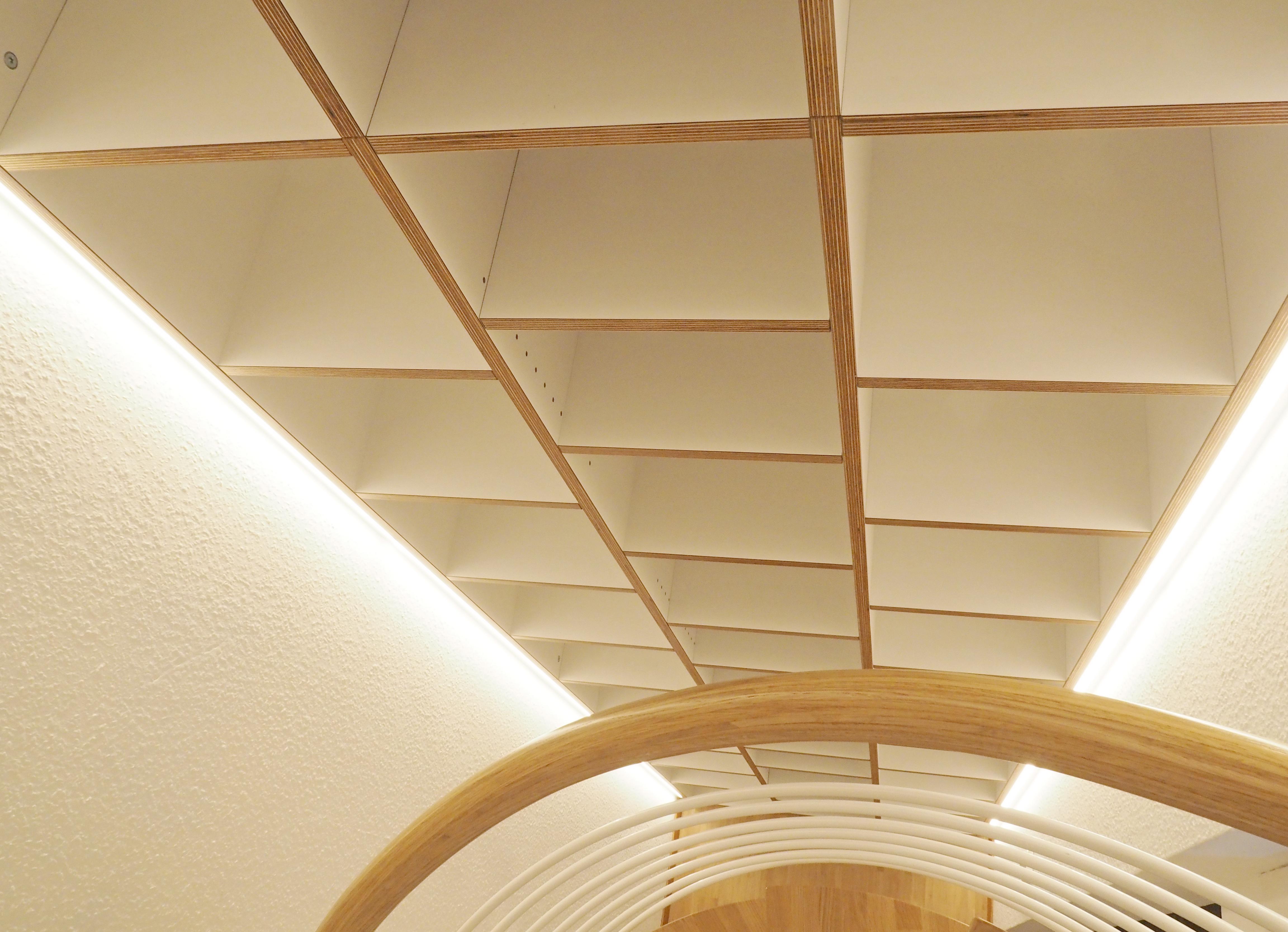 Treppenhaus Regal mit LEDeleuchutng 02