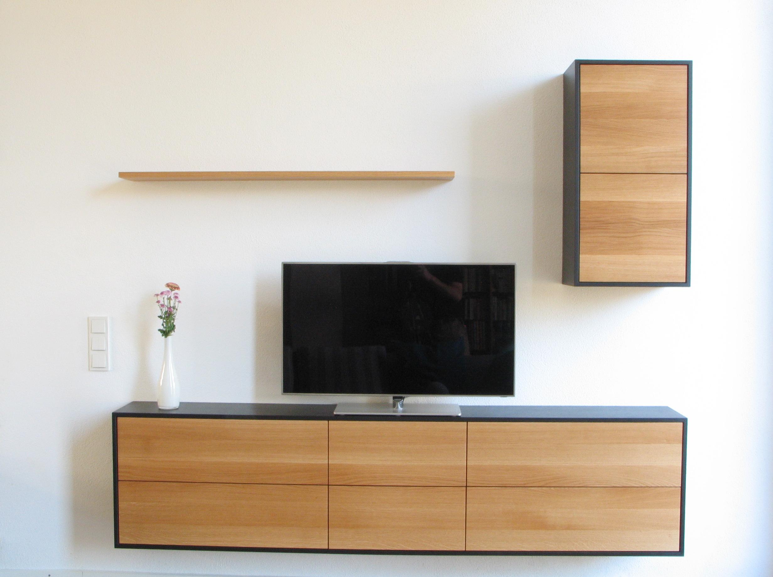 Wohnzimmer Möbel in MDF schwarz und Eiche Massivholz 03