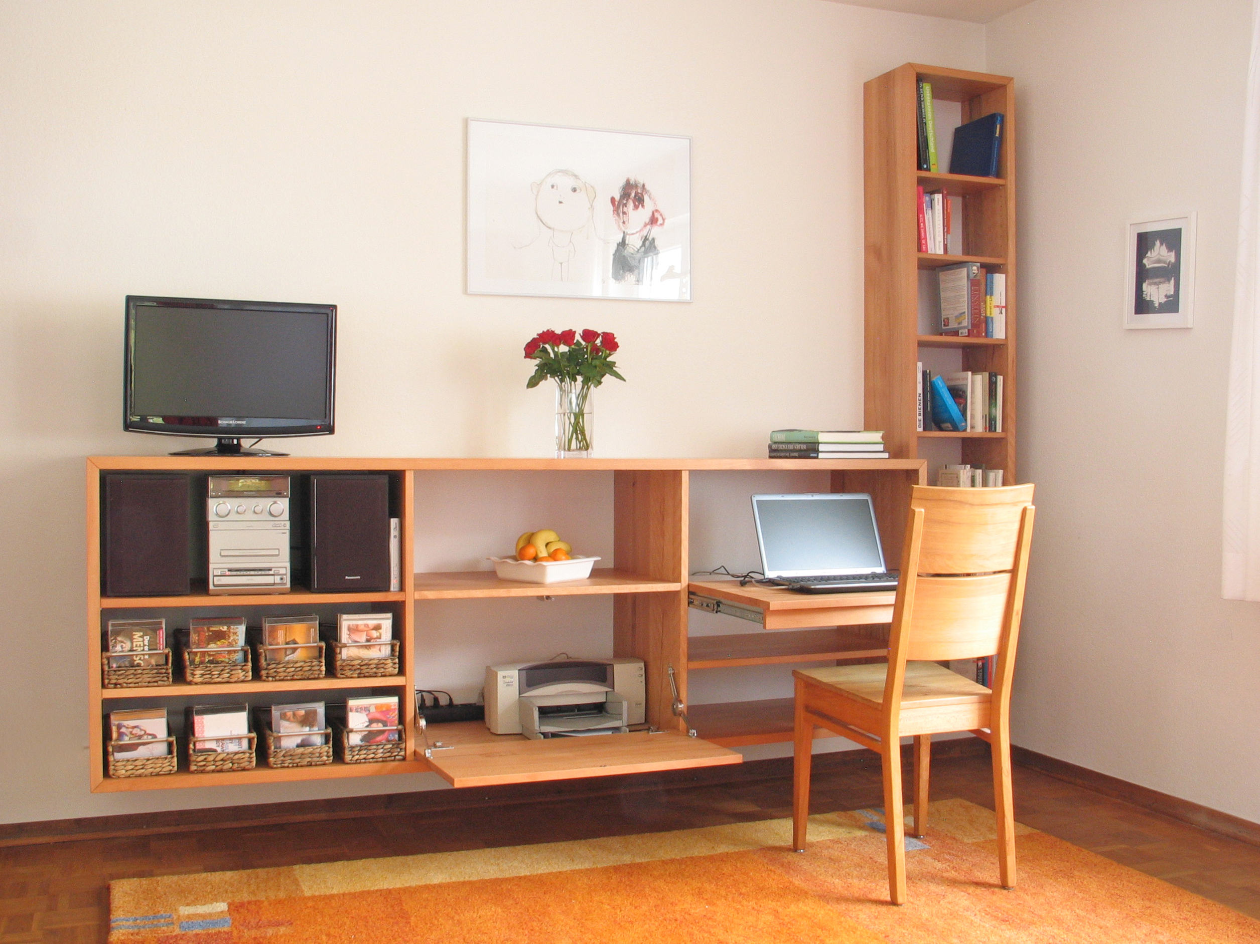 Wohnzimmerregal PC Arbeitsplatz Kernbuche 01